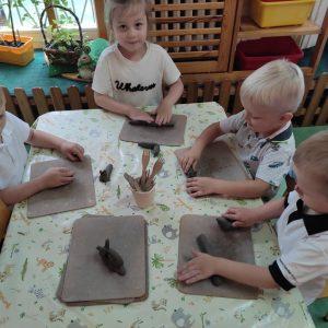 Zajęcia garncarskie – lepienie w glinie